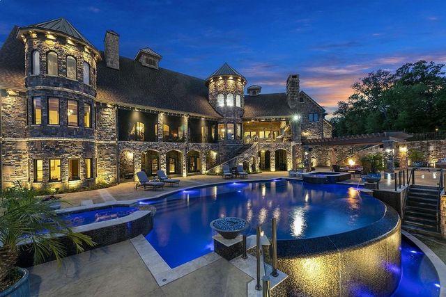 Chatanooga TN pool view