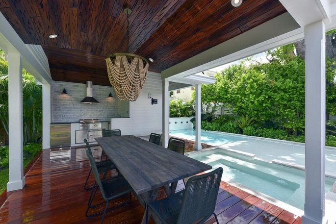 Outdoor dining pavilion and kitchen