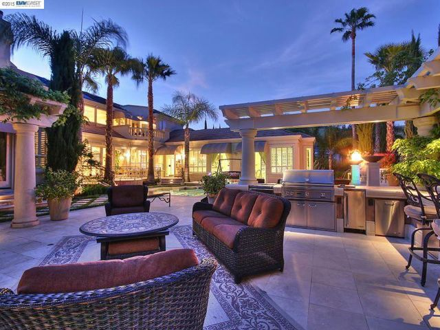 Vince Neil Close To Selling Home Sweet Home In Danville