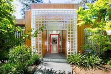 Sparkling Inside and Out, a Glass House Shines in Menlo Park