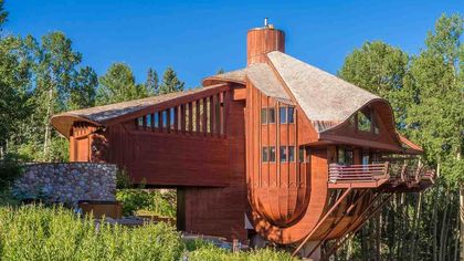 Colorado's Striking 'Snow Clam' Washes Up Onto the Market for $1.8M