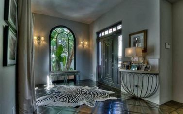 Molly Sims Lists House in Hollywood Hills (PHOTOS)