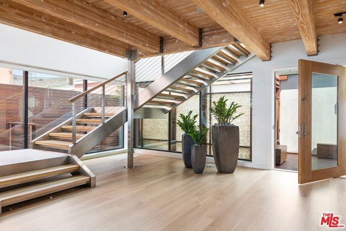 Floating wood and steel staircase