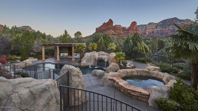 Vista Rossa is cradled in the Red Rock mountains of Sedona.