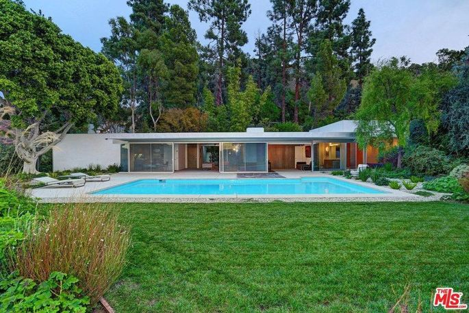 The Loring house designed by Richard Neutra