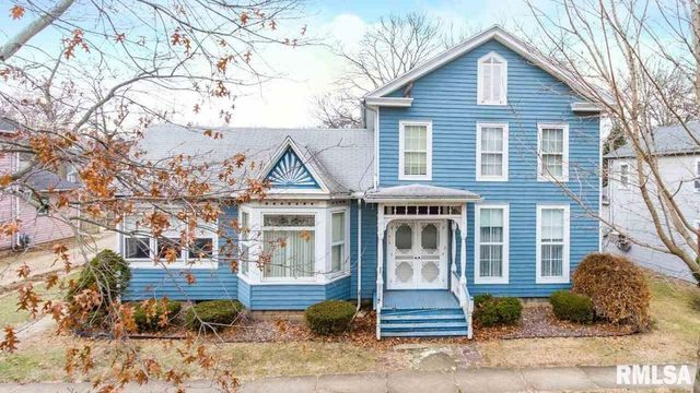 Blue Victorian in Henry IL exterior