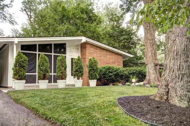 10 mid century modern gems under 300 000 for Cost to build mid century modern home