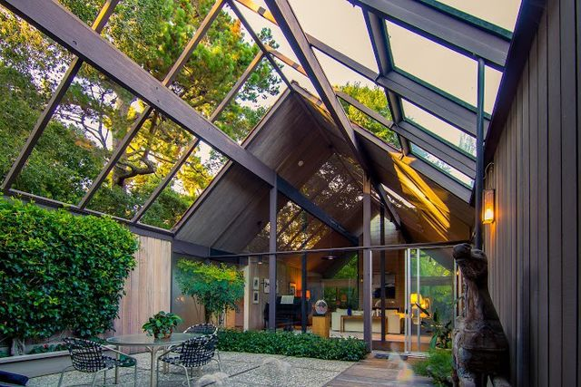 How mid century modern house plans are making a comeback for Eichler house