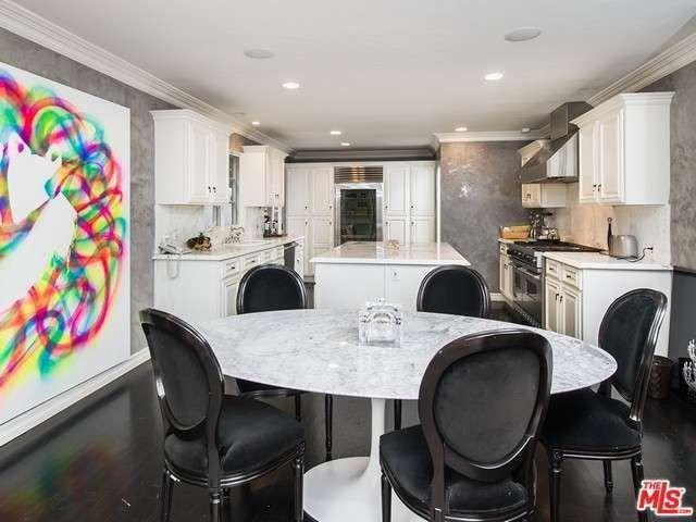 Open-floor kitchen