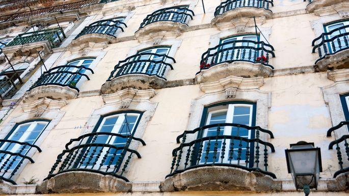 This false balcony in Lisbon is a real Portu-tease.