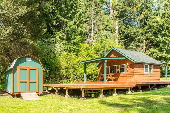 in cabins park glowing cabin rainier rentals near vacation national log pines mt