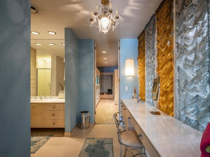 Dazzling gold and blue dressing area