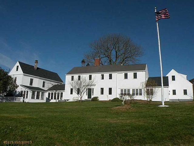 daryl-hall-of-hall-oates-selling-restored-colonial-in-maine-3