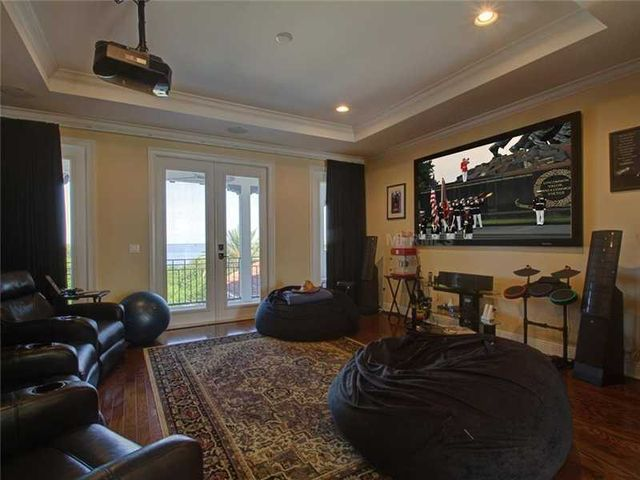 rob-gronkowski-sells-party-mansion-in-tampa-13