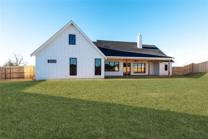 Chip and Joanna Gaines Build a $625K Spec Farmhouse in ...