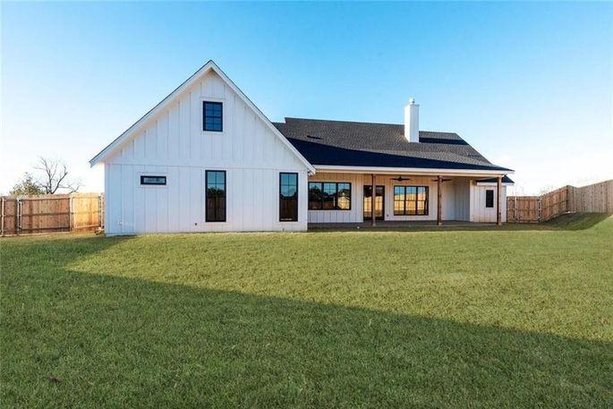 foto de Chip and Joanna Gaines Build a $625K Spec Farmhouse in Texas ...