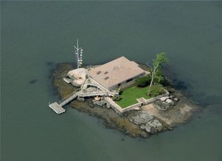 Pair of Cutesy Thimble Islands Estates For Sale in Branford, CT (PHOTOS)