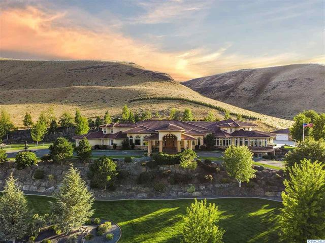 estate in Kennewick, WA