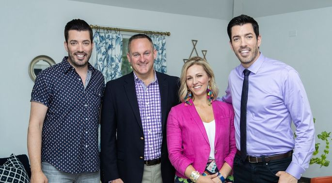 Jonathan And Drew Scott With Homeowners Dave Lesli