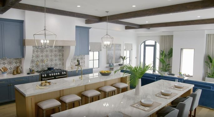 These double islands make this kitchen look massive.