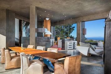Modern Masterpiece: Tres Paraguas Offers Sweeping Views of Monterey Bay for $18.5M