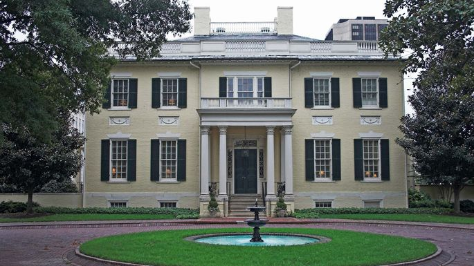 Virginia's Executive Mansion was opened in 1813. Prior to that, seven state governors resided in the more regal-sounding Governor's Palace, from 1721 to 1780.