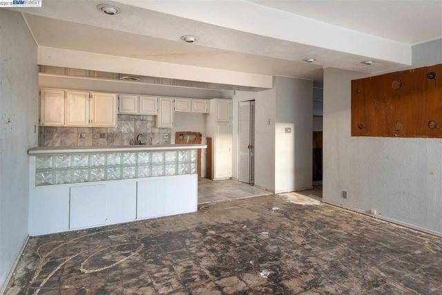 kitchen_before (1)