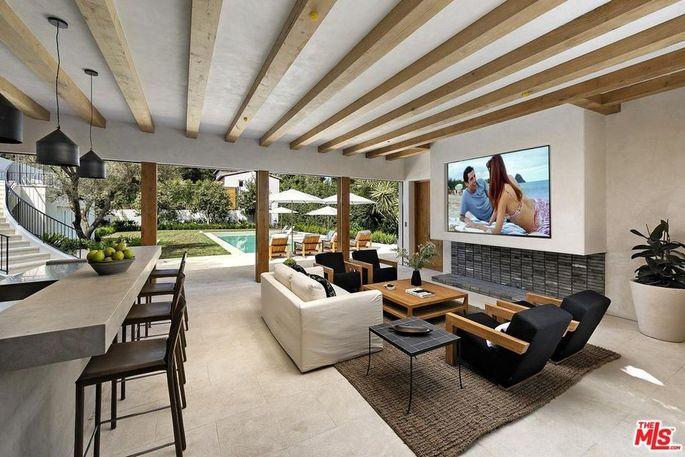 Bellagio Estate indoor/outdoor lounge