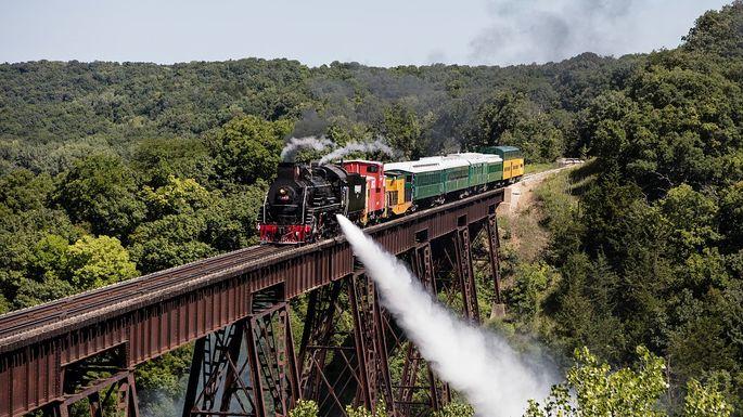 Boone and Scenic Valley Railroad train