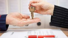 Real Estate Agent Tips on How Buyers Can Make an Offer on a New House
