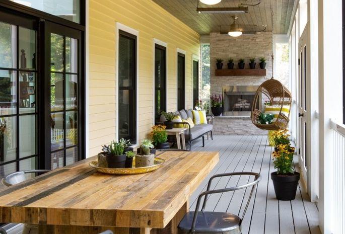 A stylish screened porch