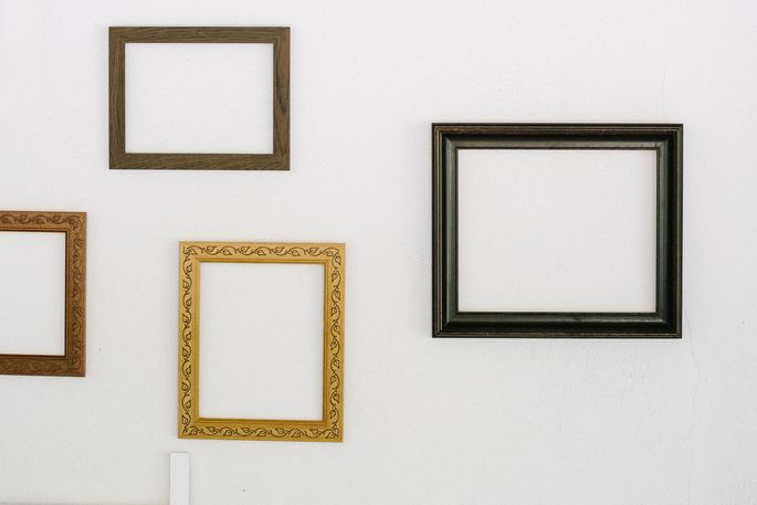Play around with the sizes and colors of picture frames for your dorm.