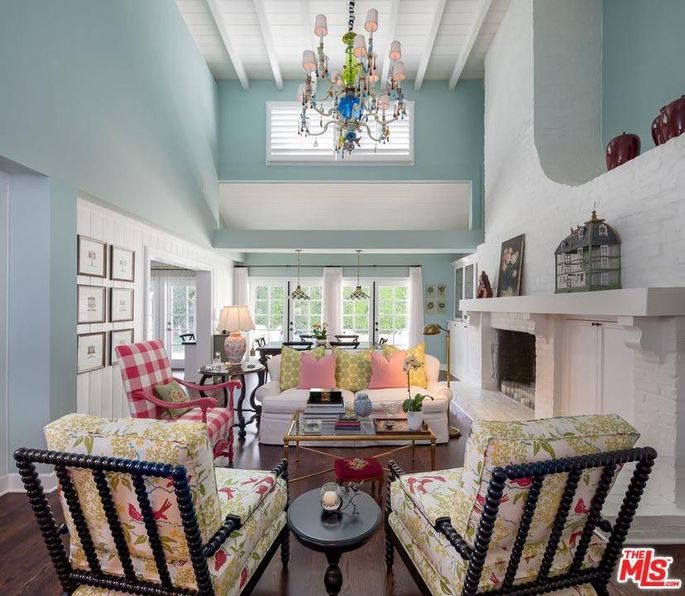 Brilliant Emma Stone Reportedly Lists Her Beverly Hills Home For 3 89 Beutiful Home Inspiration Ommitmahrainfo