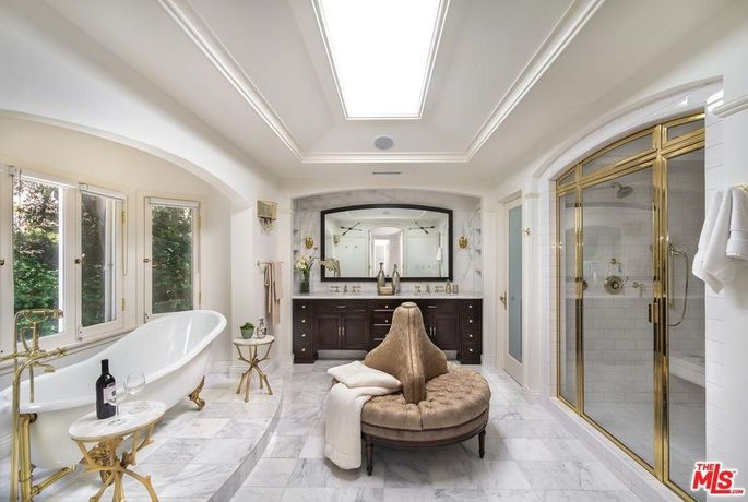 Master bath with claw-foot tub
