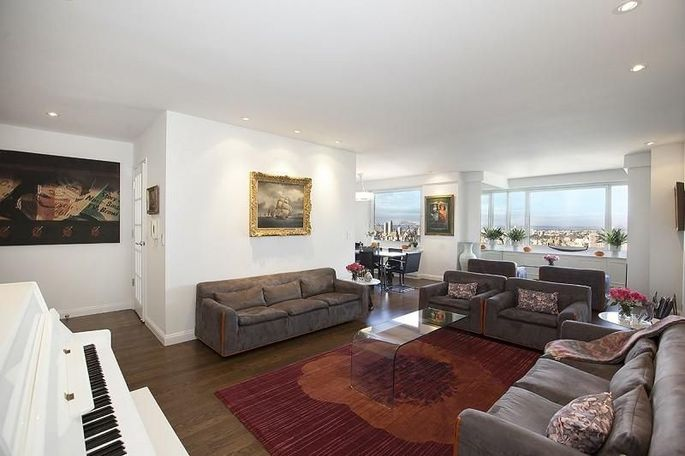 Geraldo rivera lists manhattan condo with central park for Living room channel 10 codeword
