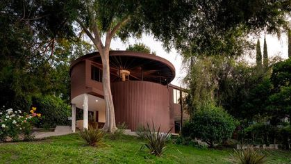 Designed by John Lautner, Circular House Rolls Onto Market for the First Time