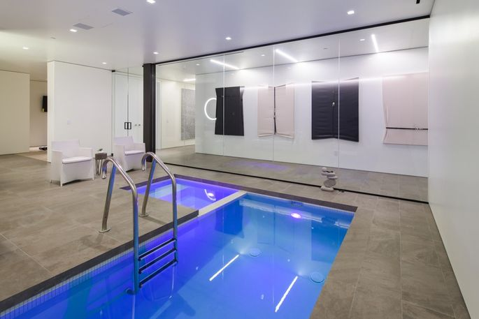 Indoor resistance pool in the health center