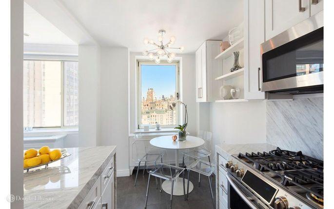 Updated eat-in, windowed kitchen