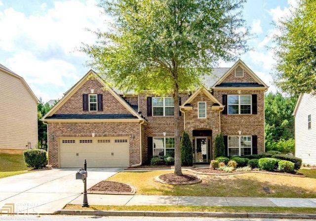 Brick traditional home in Atlanta, GA exterior