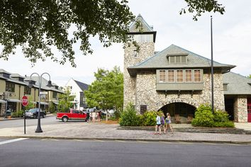 America's New Small Towns: Housing Developments That Recreate Village Life