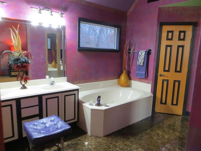 This looks like the perfect bathroom for Grimace in McDonaldland.