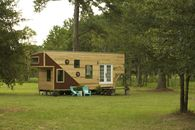 How to Play Golf in 325 Square Feet: 'Tiny House Nation' Blows Our Minds Again