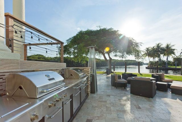 OutdoorKitchen2401SW26thAveFortLauderdaleFL