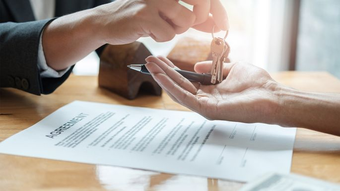 Real Estate Purchase Agreement: 7 Things to Check—or Else