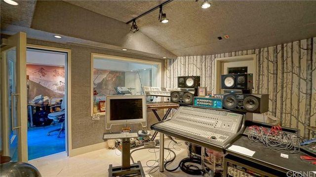 Agoura Borealis studio