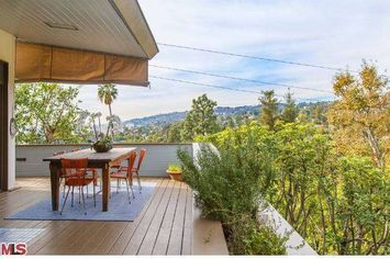 'House of Cards' Constance Zimmer Sells House in Hollywood