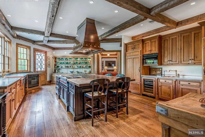 Phil Simms Takes One other Move at Promoting His New Jersey Mansion