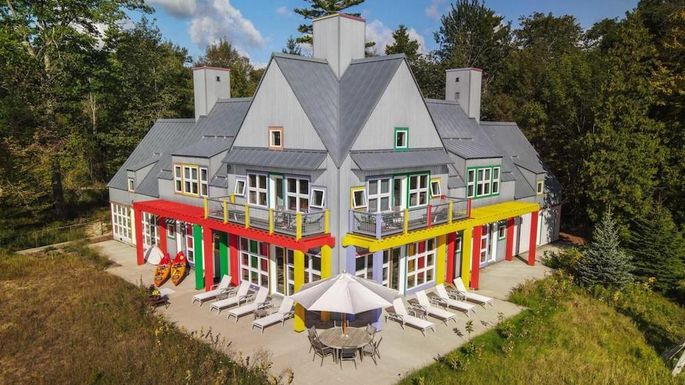Crayola Home In Wisconsin Seeks Buyer Who Thinks Outside The Lines Realtor Com
