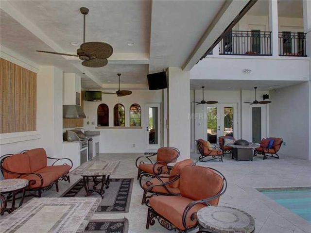 rob-gronkowski-sells-party-mansion-in-tampa-20