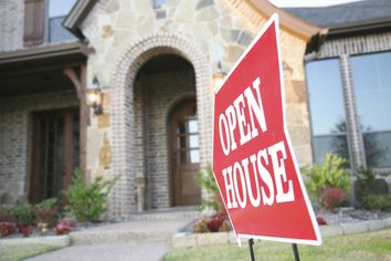 At the Twilight Open House, a Novel Approach to Home Sales